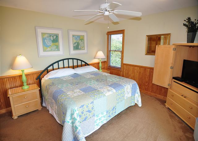 3rd King Master Bedroom Entry Level of Silver Creek, a 5 bedroom, 4.5 bathroom vacation rental in Southern Shores, NC
