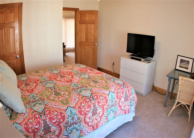 Queen Bedroom Mid Level of OB Wave, a 5 bedroom, 3.5 bathroom vacation rental in Corolla, NC