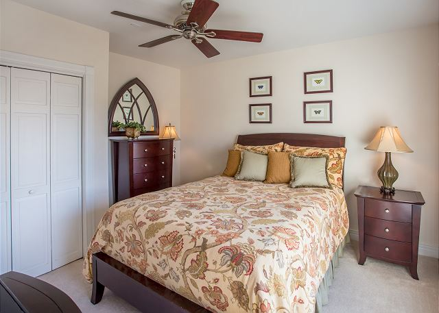 Queen Master Bedroom of Memories By The Sea, a 3 bedroom, 3.0 bathroom vacation rental in Corolla, NC