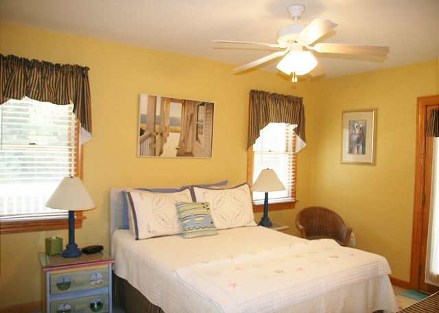 Queen Bedroom Mid Level of Shore Sounds Good!, a 5 bedroom, 4.5 bathroom vacation rental in Corolla, NC