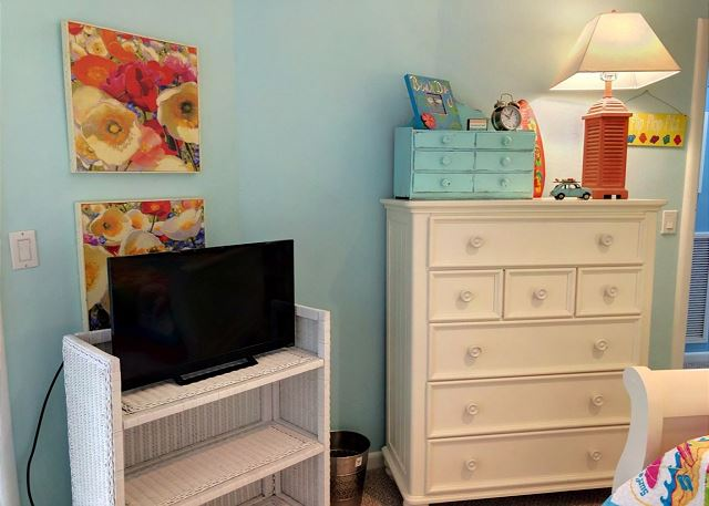 Double Bed with Trundle Mid Level of Sandy Heels, a 4 bedroom, 3.5 bathroom vacation rental in Corolla, NC
