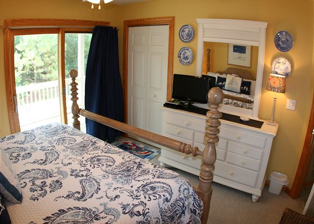 King Master Bedroom Mid Level of Shore Sounds Good!, a 5 bedroom, 4.5 bathroom vacation rental in Corolla, NC
