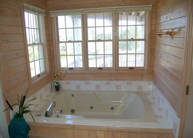 Queen Master Bathroom Mid Level of Neely's Beach Music, a 5 bedroom, 3.5 bathroom vacation rental in Corolla, NC