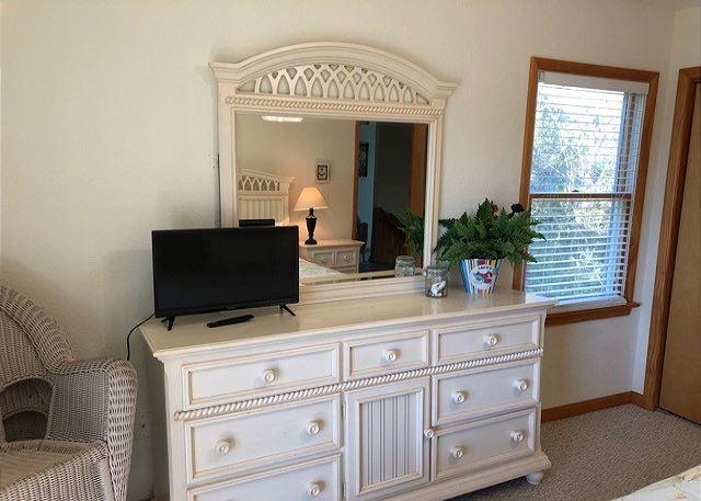 King Master Bedroom Smart TV - Mid Level