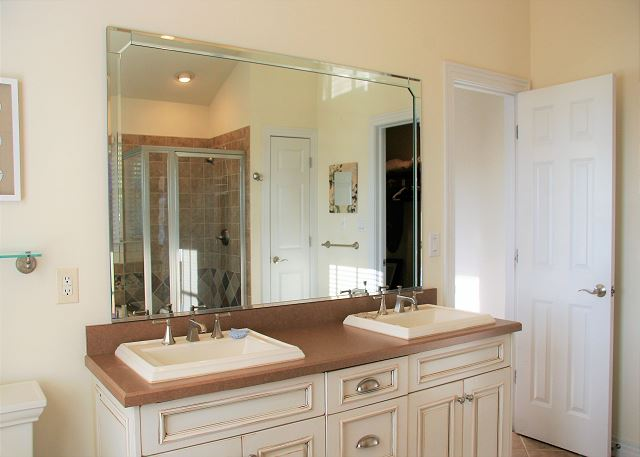 King Master Bathroom Top Level of Par-Tee by the Sea, a 4 bedroom, 3.5 bathroom vacation rental in Corolla, NC