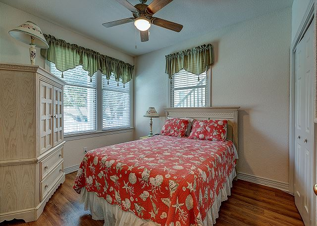 Queen Bedroom - Entry Level