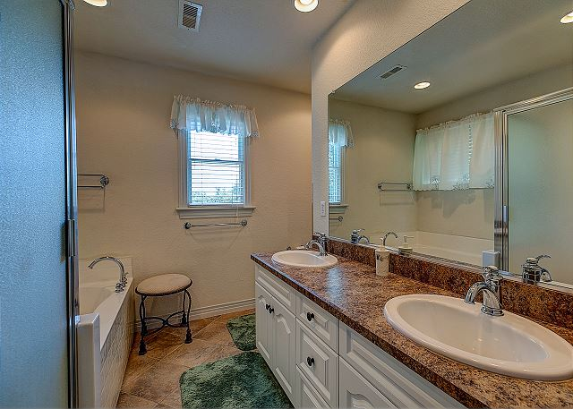 Queen Master Bath - Top Level