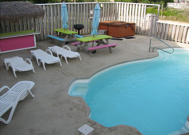 Private Pool and Hot Tub of Neely's Beach Music, a 5 bedroom, 3.5 bathroom vacation rental in Corolla, NC