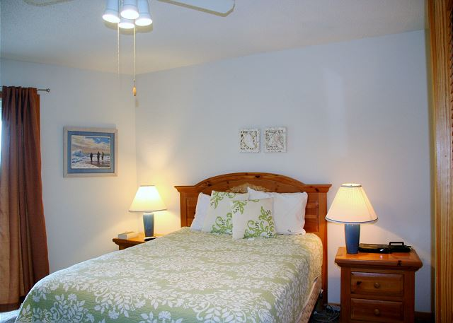 Queen Master Bedroom Mid-Level