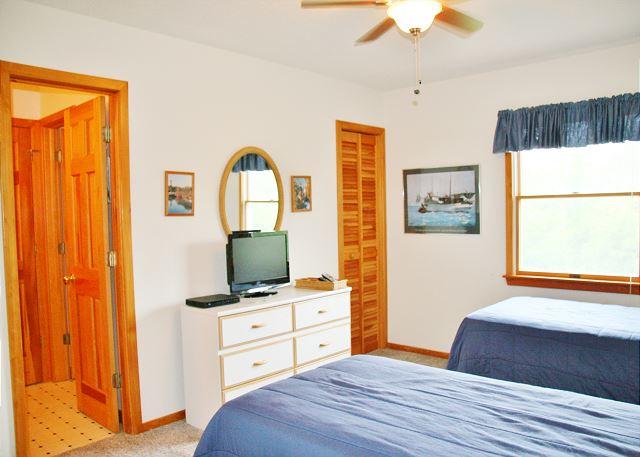 Twin Bedroom Mid-Level