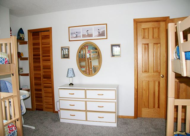 Two Bunk Bedroom Mid-Level