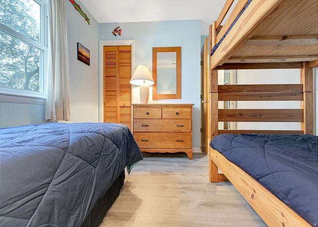 Twin & Bunk Bedroom - Entry Level