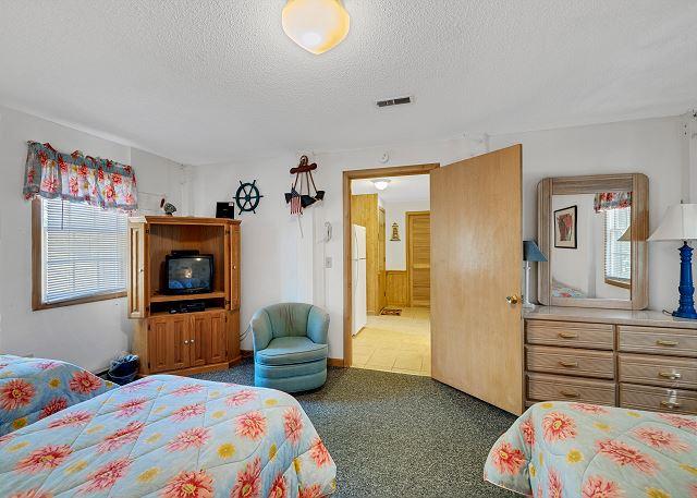 Queen/Double Twins Bedroom - Ground Level