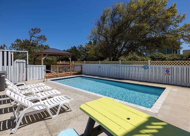 Private Pool: open mid-May to mid-Oct