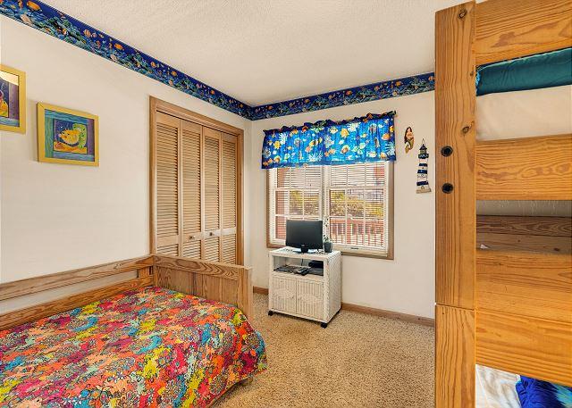 Bunk Bed/Twin Bedroom - Mid Level
