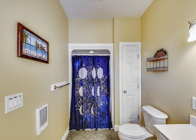King Master Bath - Top Level Guest House