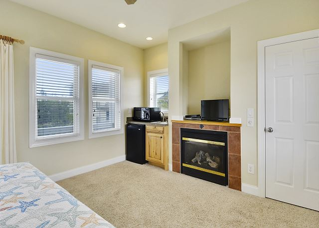 King Master Suite - Mid Level Guest House