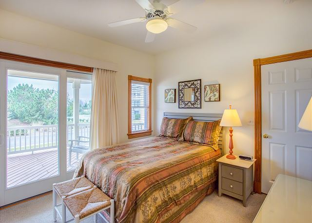 Queen Master Mid Level of Nittany Vista, a 7 bedroom, 7.5 bathroom vacation rental in Corolla, NC