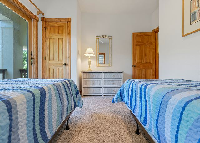 Two Twin Beds - Mid Level