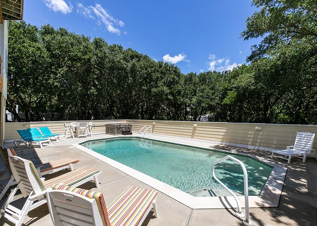Private Pool-Mid May to Mid Oct.