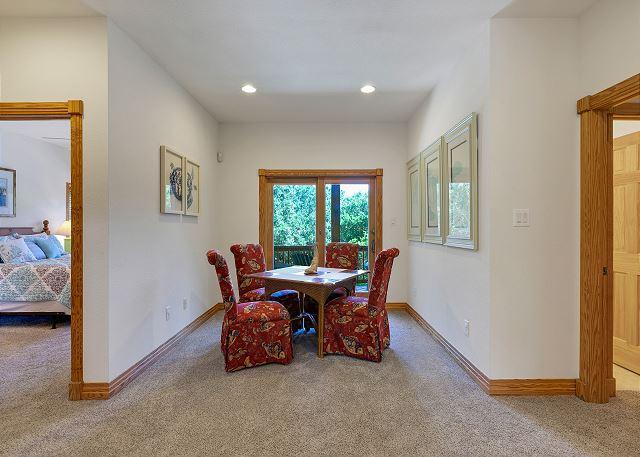 Sitting Area - Mid Level