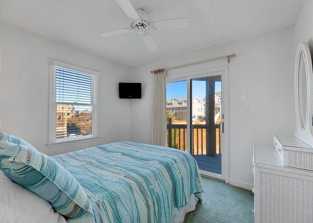 Queen Bedroom - Entry Level