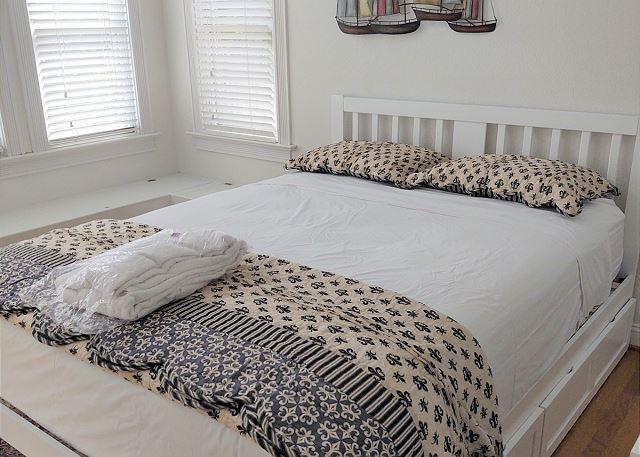 Queen Bedroom - Tower Room