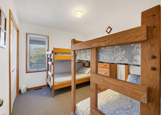 Double Bunk Bedroom - Mid Level