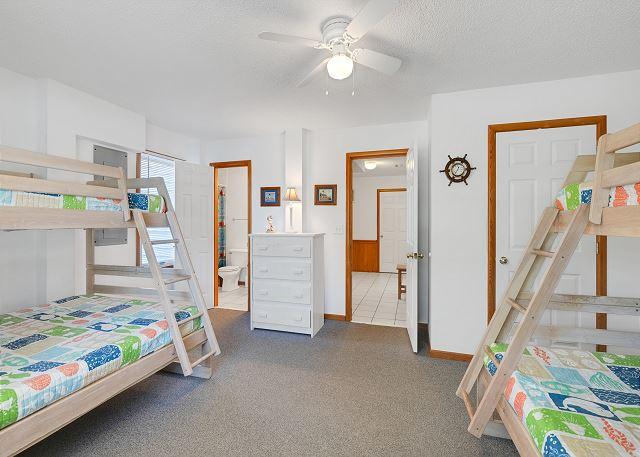 Double Pyramid Bunk Bedroom - Ground Level