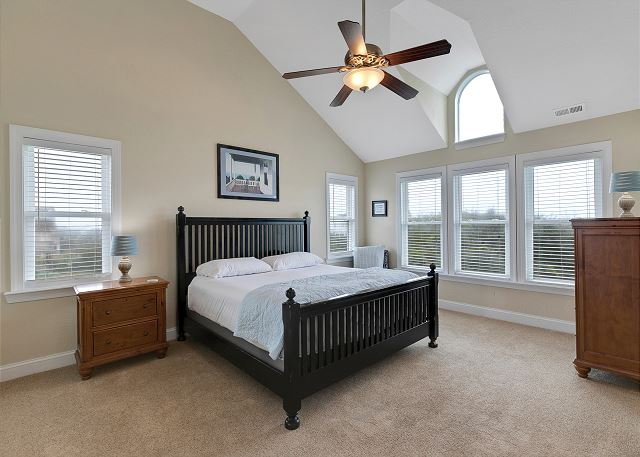 King Master Suite - TopLevel
