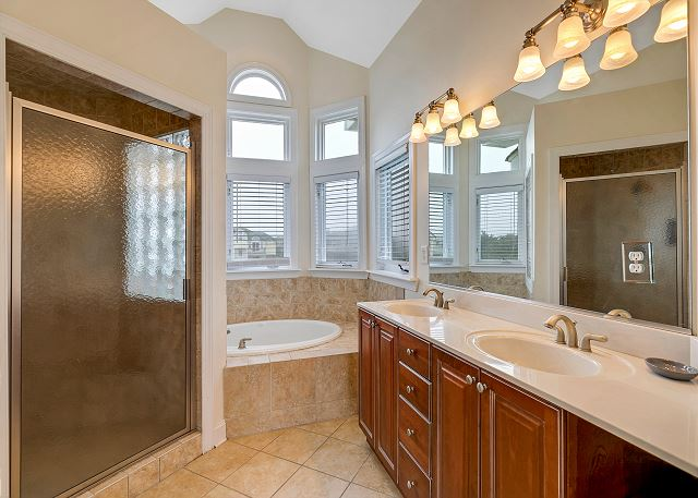 King Master Bath - Top Level
