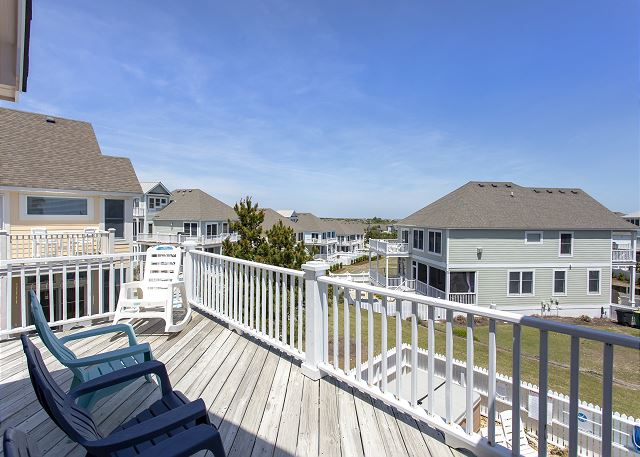 Deck Top Level of Par-Tee by the Sea, a 4 bedroom, 3.5 bathroom vacation rental in Corolla, NC