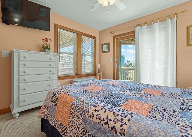 Queen Bedroom (2) - Mid Level