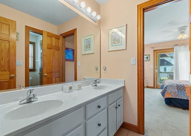 Shared Bath - Mid Level
