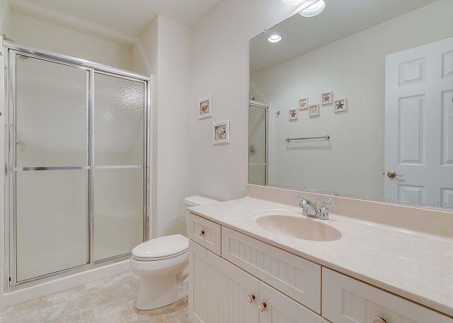 Queen Master Bath (1) - Mid Level