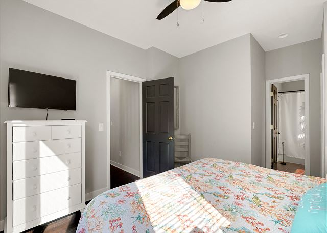 King Master Suite (1) - Entry Level