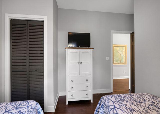 Double Twins Bedroom - Mid Level