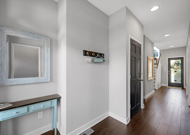 Entry Hall - Mid Level