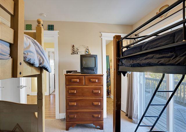 Pyramid Bunk & Bunk Bed Master Suite - Mid Level