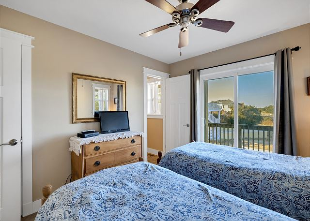 Double Twin Master Suite - Mid Level