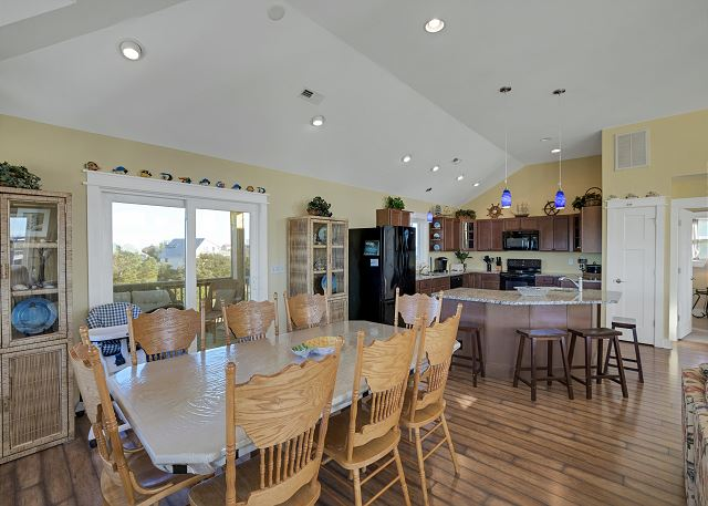 Dining Area - Top Level
