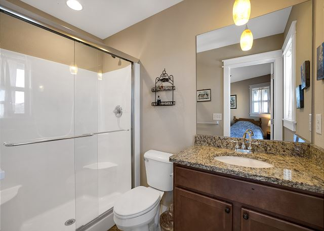 Double Twin Master Bath - Mid Level