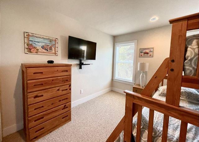 Pyramind Bunk Bedroom - Mid Level