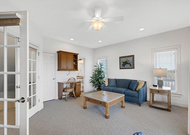 Sitting Room - Mid Level