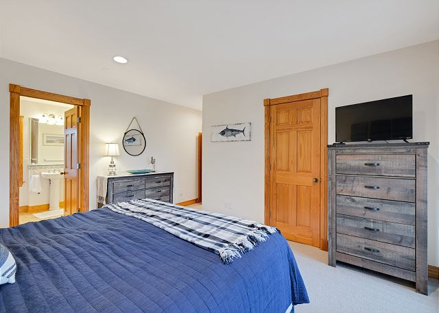 King Master Suite - Mid Level
