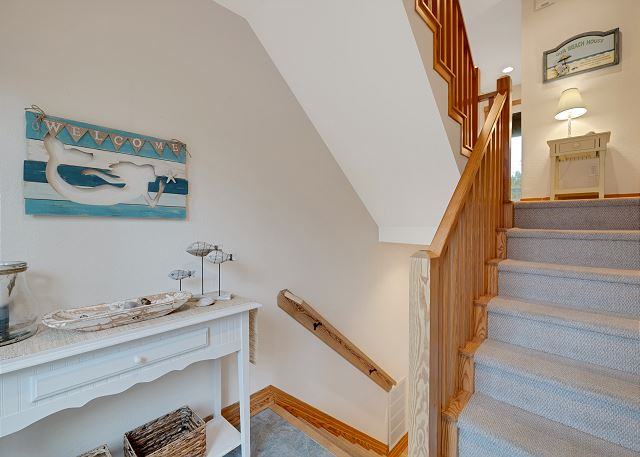 Entry Way - Mid Level
