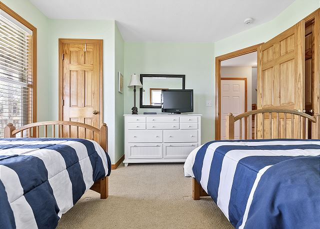 Double & Twin Bed - Mid Level