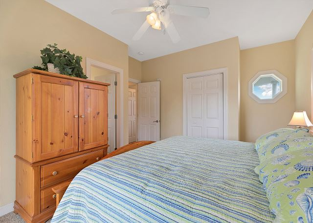 King Master Suite (1) - Mid Level
