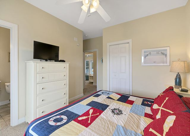 King Master Suite (4) - Mid Level