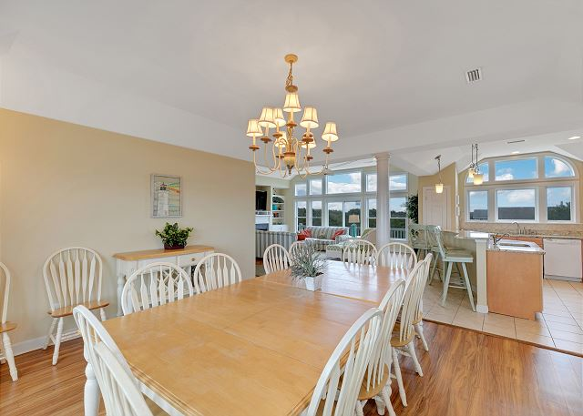 Dining Area - Mid Level